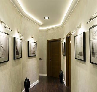 Натяжные потолки в коридоре и прихожей